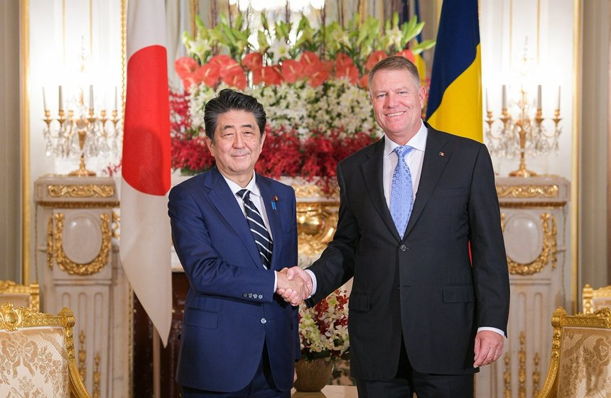 Președintele Iohannis a lăudat Sibiul la întâlnirea cu premierul Japoniei