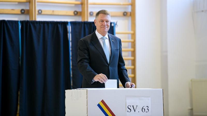 Klaus Iohannis, după ce a votat: Vă invit pe toți, dragi români, să veniți la vot
