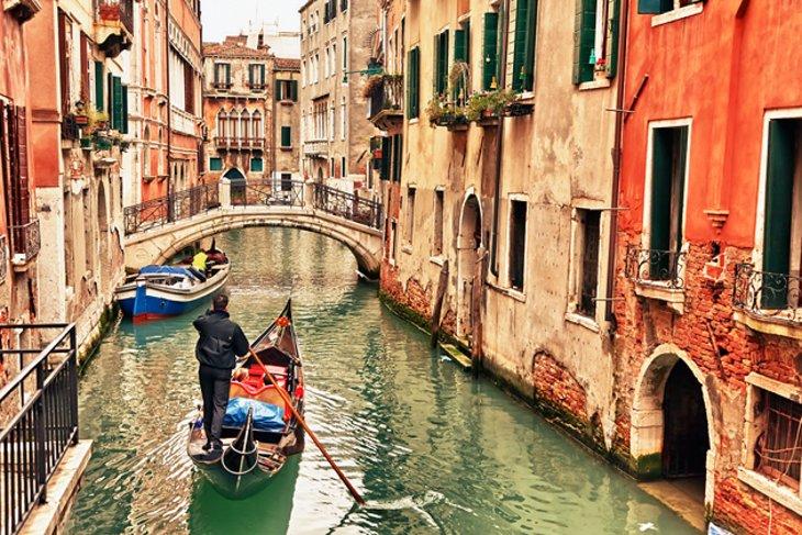 Italia se pregătește de vacanță. Plajă cu rezervare, tacâmuri de unică folosință în restaurante, avioane cu locuri reduse