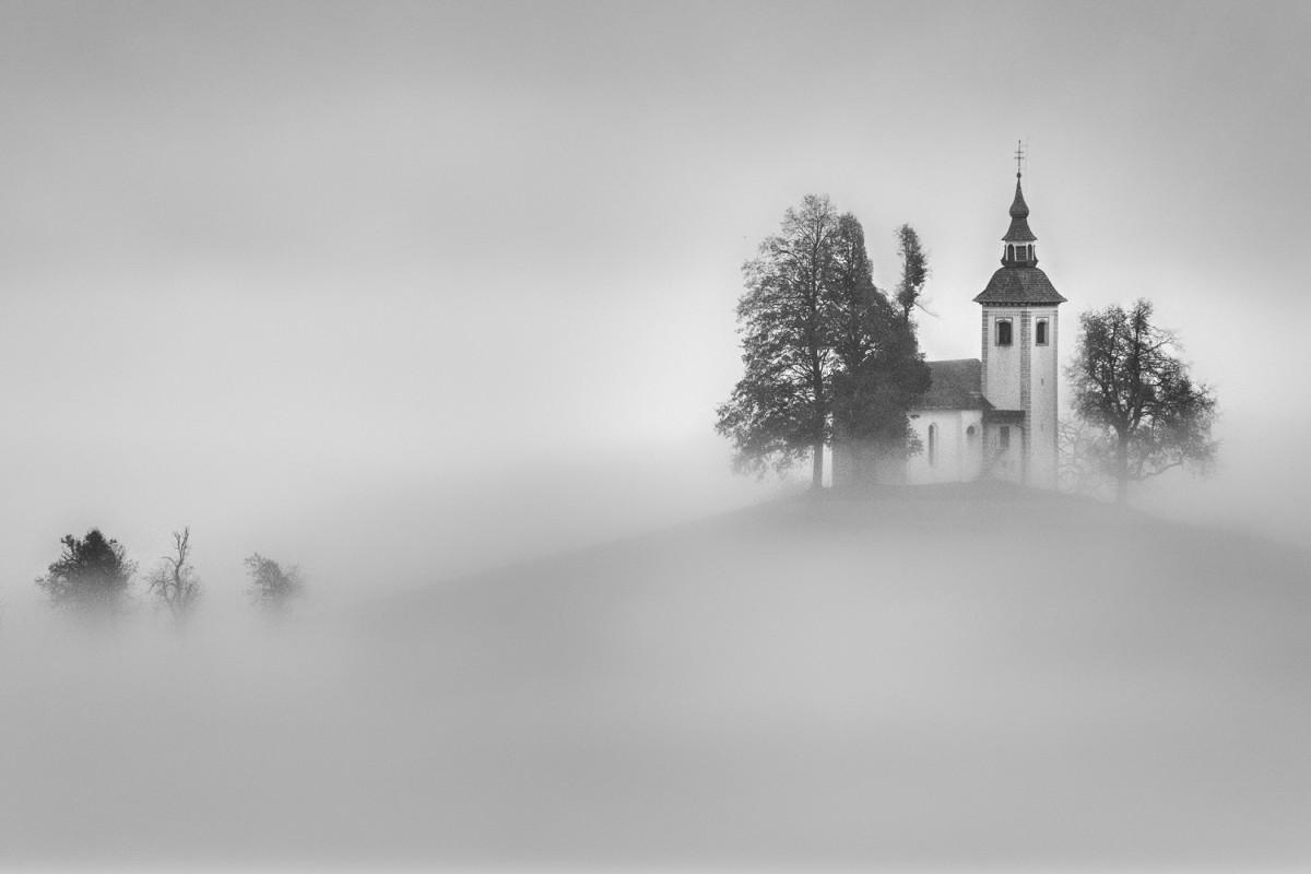 """Jeno Major, actorul care fotografiază cele mai frumoase peisaje ale Sibiului: """"Abia acum cunosc viața de la țară"""""""