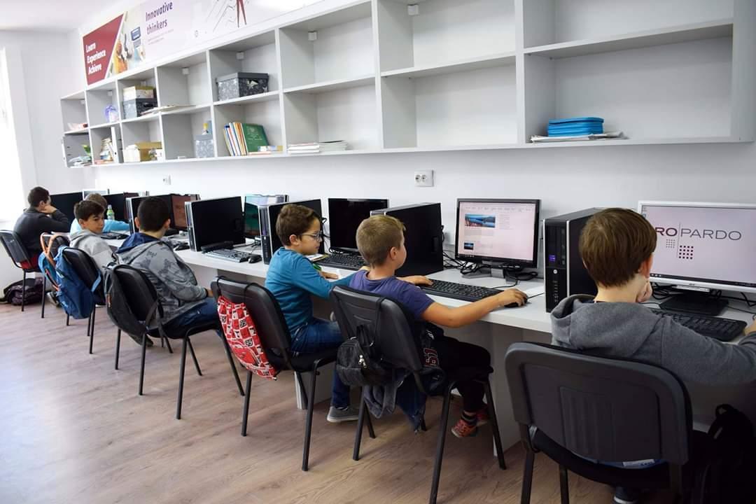 Compania sibiană Ropardo a dotat Palatul Copiilor cu un laborator nou de Matematică Aplicată în Tehnică de Calcul