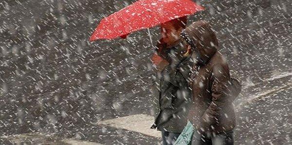 Începe iarna adevărată: Meteorologii anunță ninsori, frig și polei