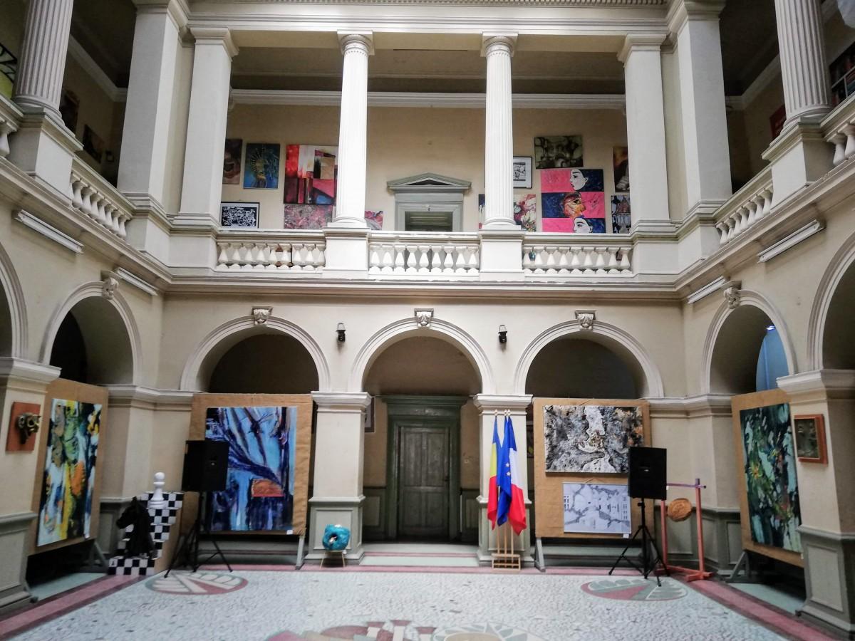 Premieră în învățământul sibian, după scandalul de la Liceul de Artă: proba de aptitudini, repetată de elevi. Părinții au depus plângere penală
