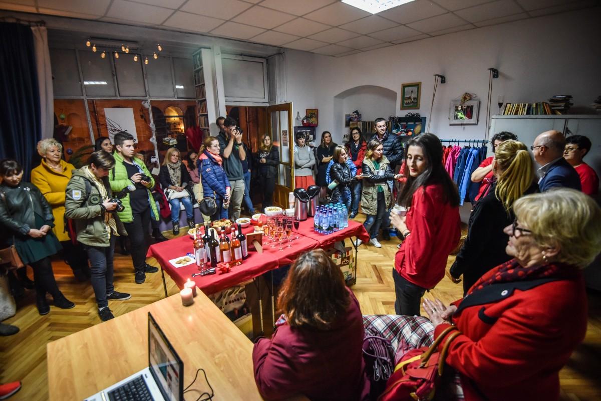 """FOTO S-a deschis primul magazin de fapte bune din Sibiu. """"Îl așteptam de mult"""""""