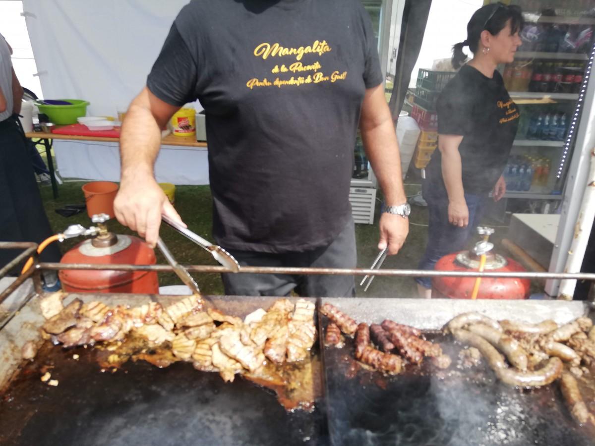 FOTO Cum a fost la primul festival al porcului de Mangalița: cu mici exclusivi și fără politică