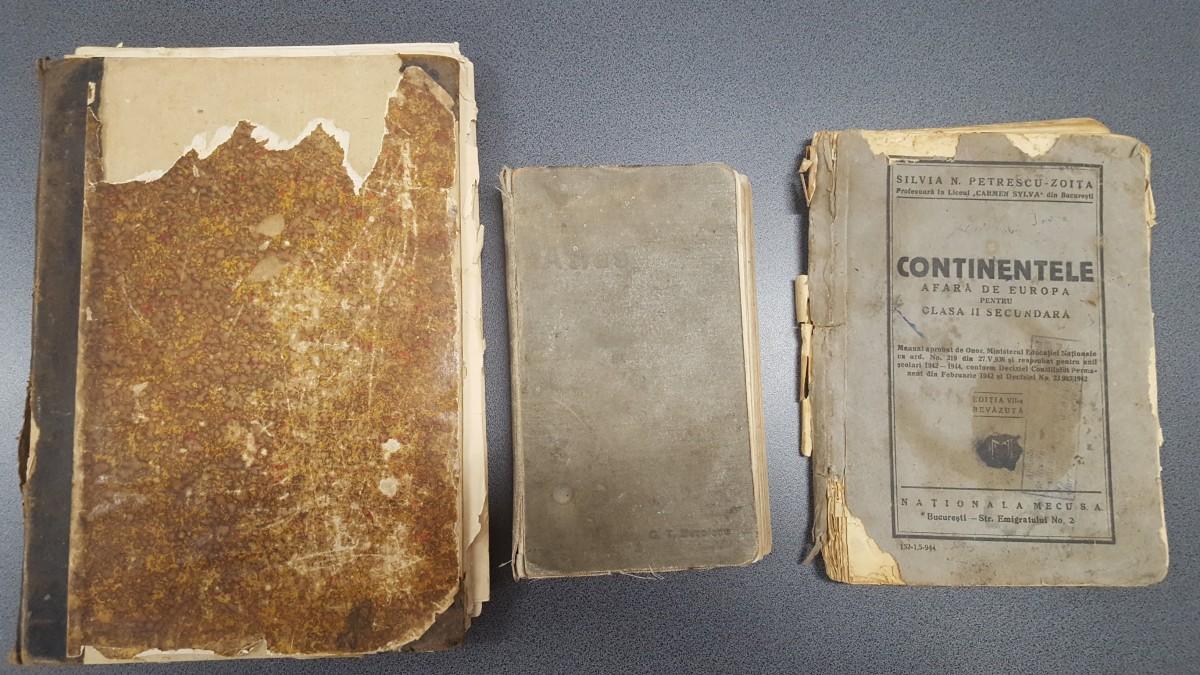 Cum arătau manualele Sibiului de acum 100 de ani, redactate de profesorii de la clasă