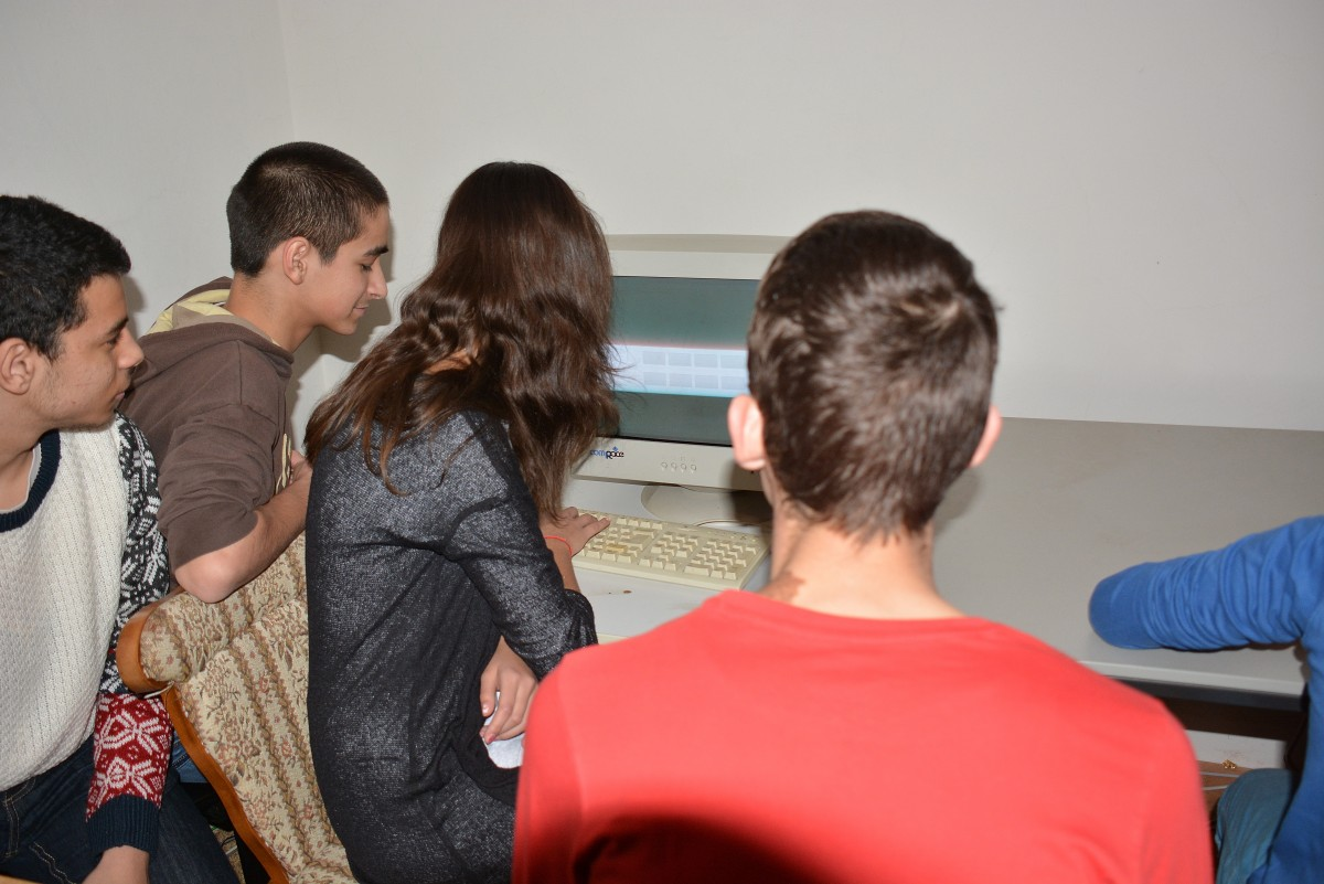 O statistică cerută de MEN arată că peste 3.800 de elevi din județul Sibiu nu-și pot continua cursurile online
