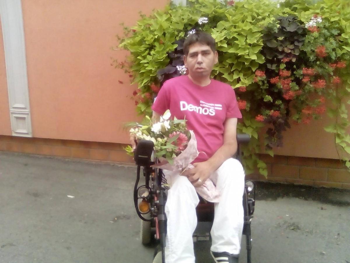 """Povestea de dragoste a lui Marius și lupta persoanelor cu dizabilități. """"Așteptăm de oriunde o vorbă bună"""""""