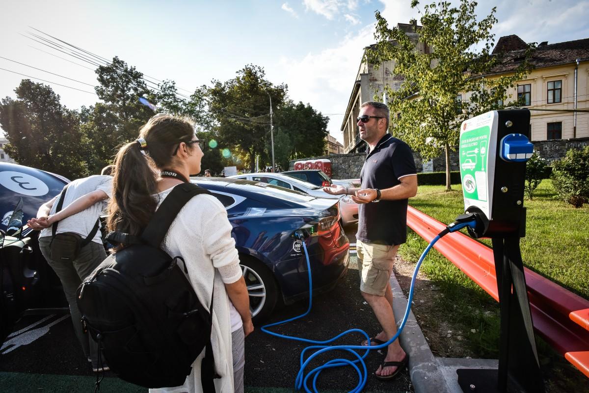 Parcare gratuită, la Sibiu, pentruautovehiculele propulsate 100% electric. Proiect în dezbatere publică