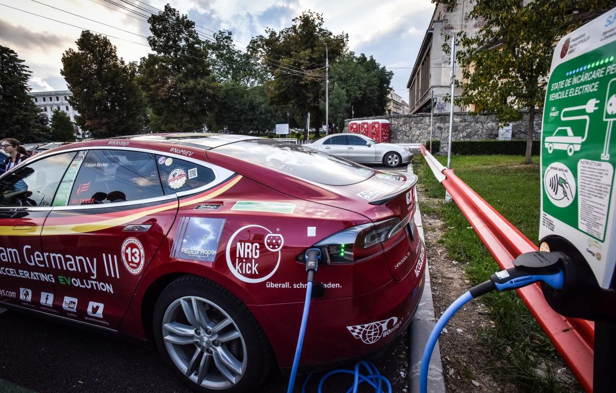 """Prima primărie care cumpără o mașină electrică: """"curentul e gratis, căci îl producem noi"""""""