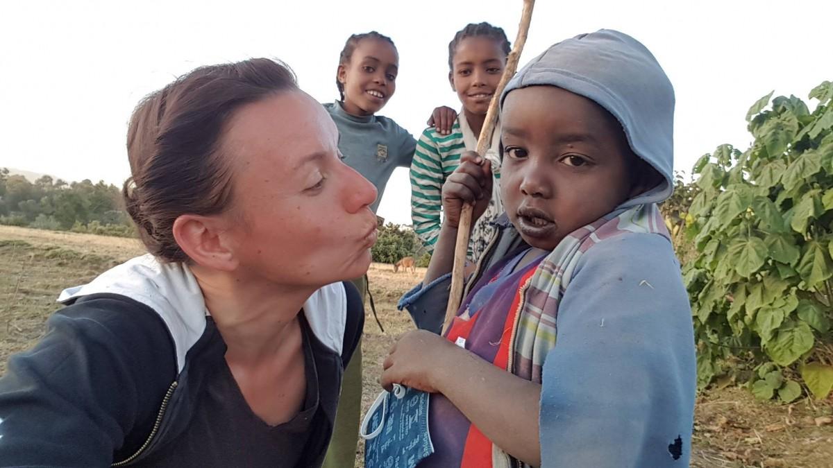 """Sibiancă voluntară în Etiopia. """"Nu o să uit sentimentul de disperare, de a te implora să îi alegi, să îi vadă medicul"""""""
