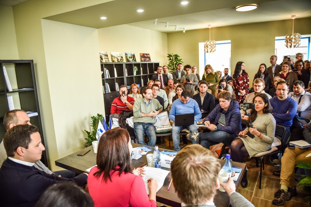 """Nicu Ștefănuță a deschis birou de europarlamentar în Sibiu. """"Va fi un centru comunitar"""""""