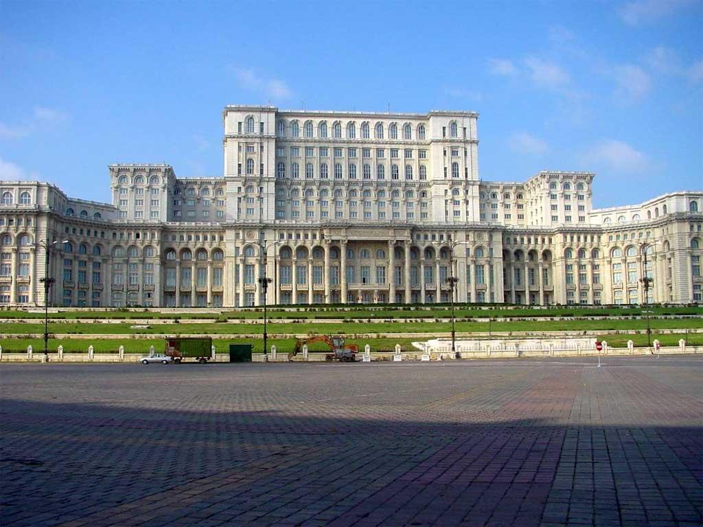 Cât costă Palatul Parlamentului? 1,2 miliarde de euro, deficitulțării pe primele șapte luni