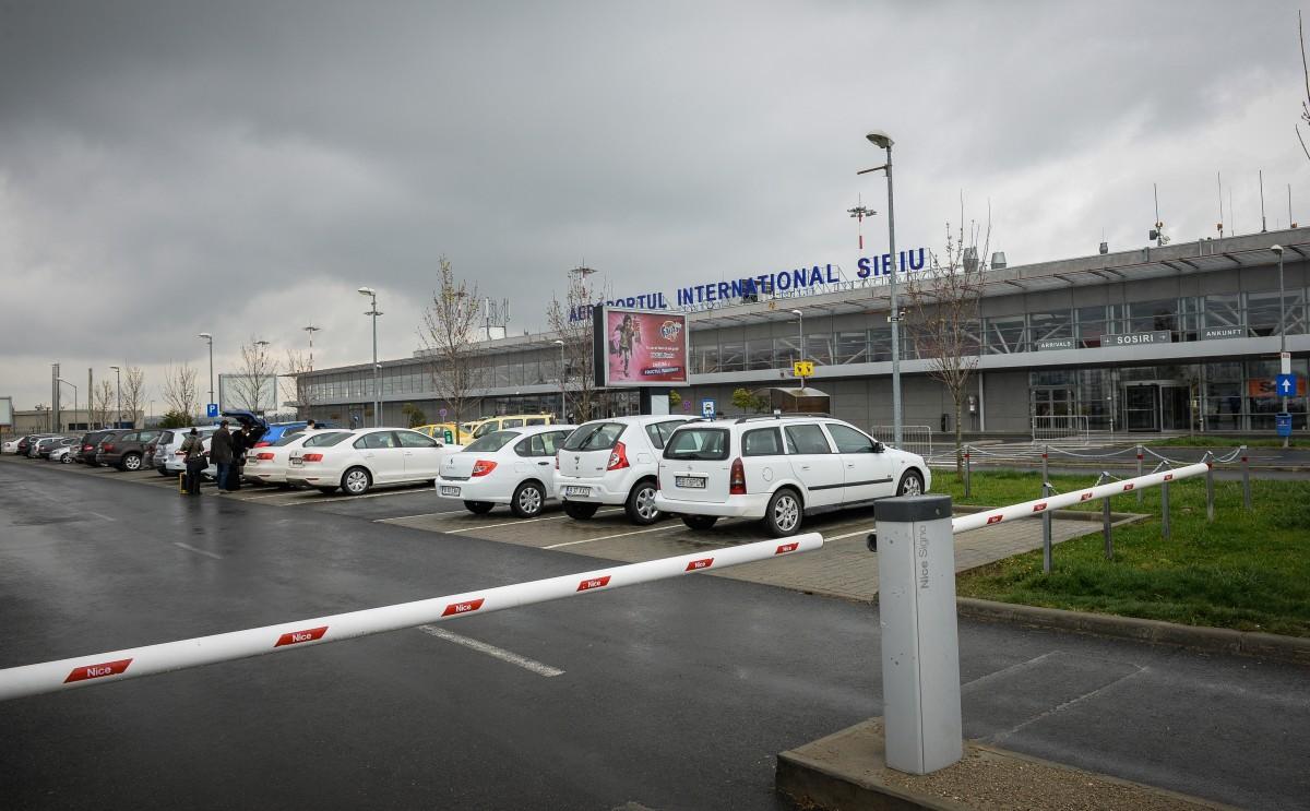 """VIDEO Experiența Aeroportului sibian se apropie de cea """"a miticilor"""". Taximetriștii refuză cursele de Sibiu"""