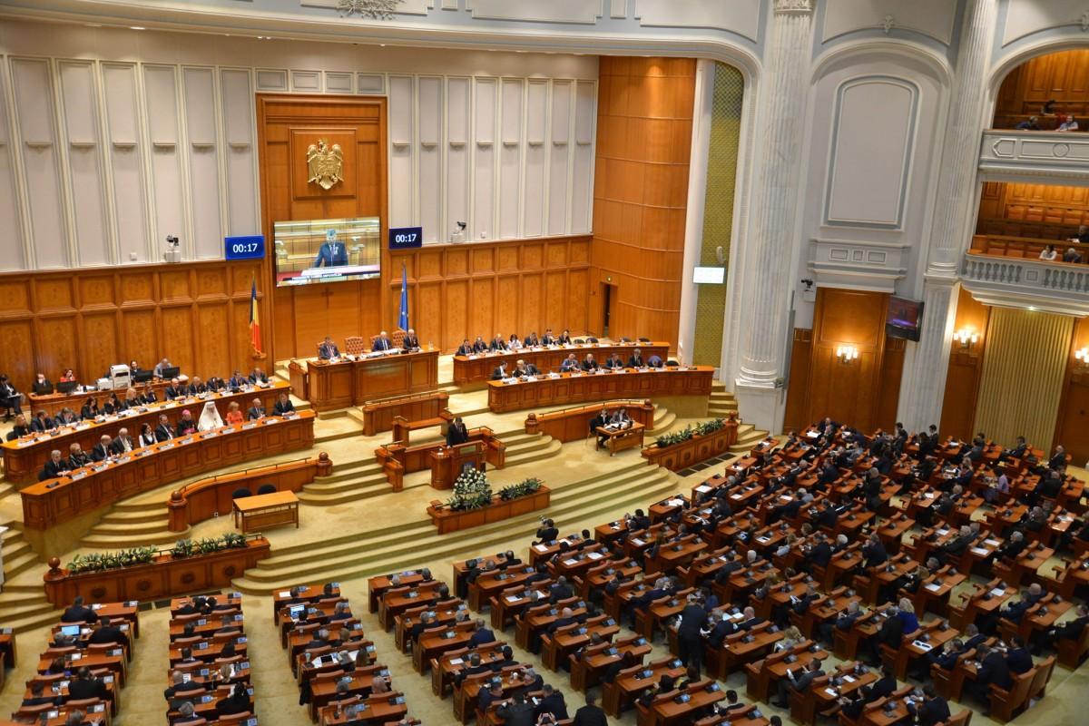 Proiectul zile libere pentru părinţi, când şcolile se închid, adoptat în Parlament