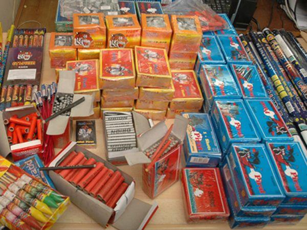Peste 350 de articole pirotehnice au fost confiscate de la un medieșean