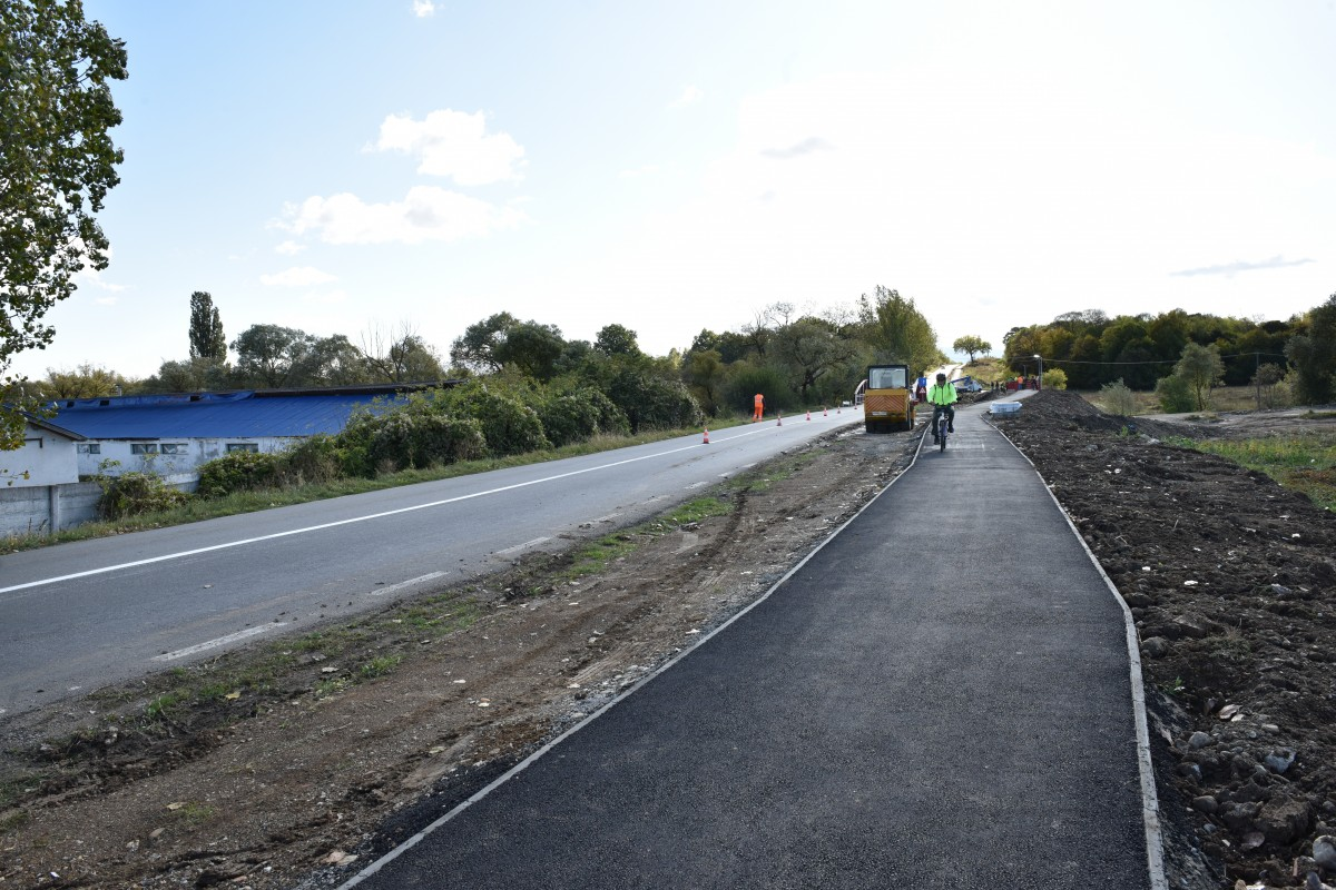 VIDEO Am testat pista de biciclete de 700.000 de euro, dintre Cisnădie și Sibiu. 34 de minute - între cele două orașe