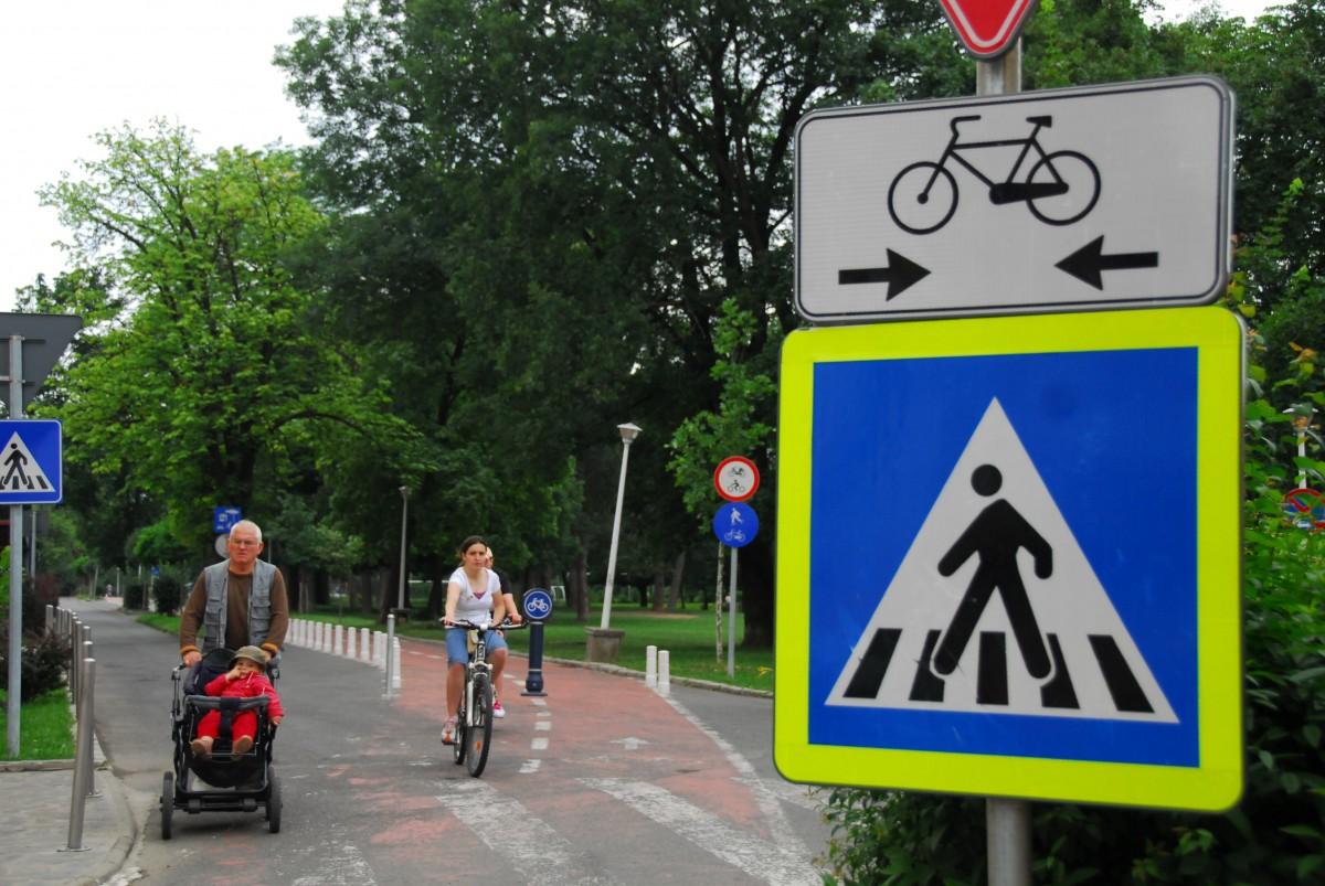 """Primul coridor dedicat exclusiv bicicletelor în Sibiu: parcări desființate, străzi transformate în """"shared-space"""""""