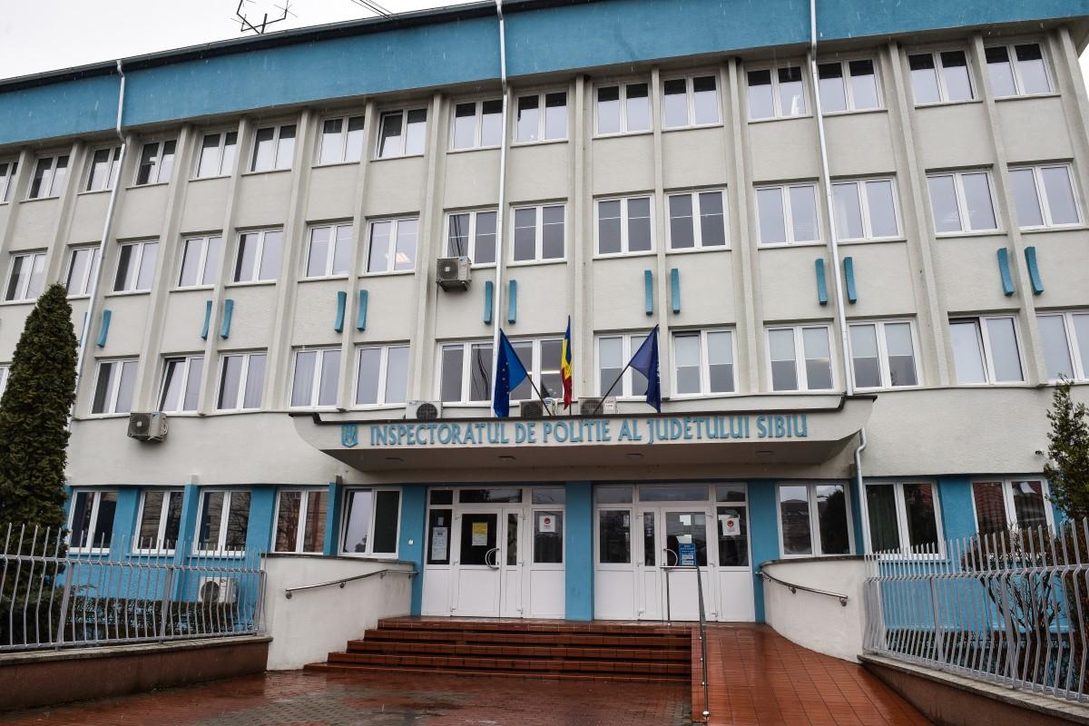 Măsuri suplimentare de protecție, la Poliția Sibiu: Măști și mănuși sanitare, pentru angajații de la ghișee