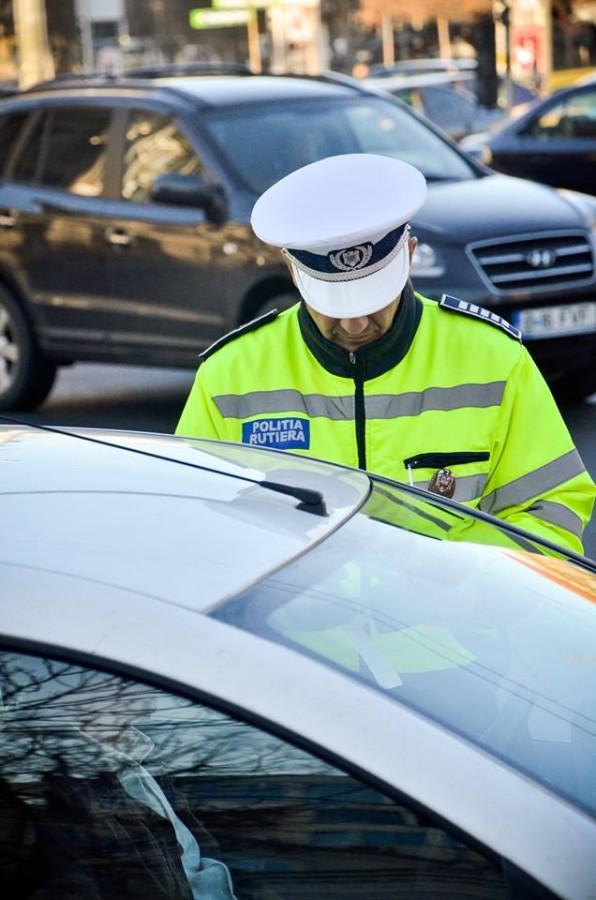 Doamnele și domnișoarele urmărite de polițiști în trafic