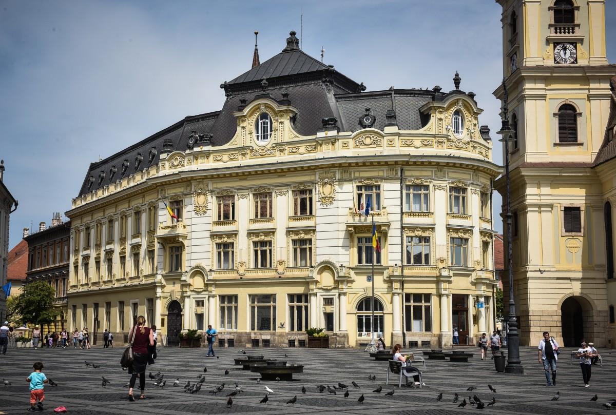 Primăria Sibiu achiziționează dispozitive pentru măsurarea temperaturii corporale pentru elevii din școli și licee care se reîntorc la cursuri