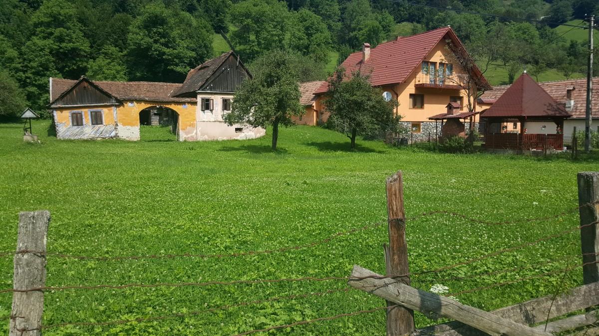 Cum încearcă ocomunădin județul Sibiusă își țină tinerii acasă