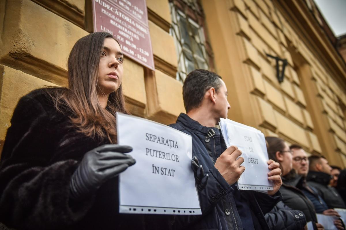Efectele ultimei ordonanțe pe Justiție. Judecătorii sibieni își suspendă câte o oră activitatea