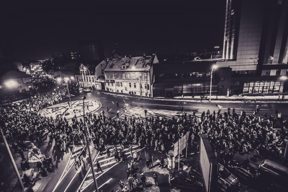 """FOTO - VIDEOPeste 12.000 de sibieni aucerut """"Respect"""" în stradă. Și nu renunță"""