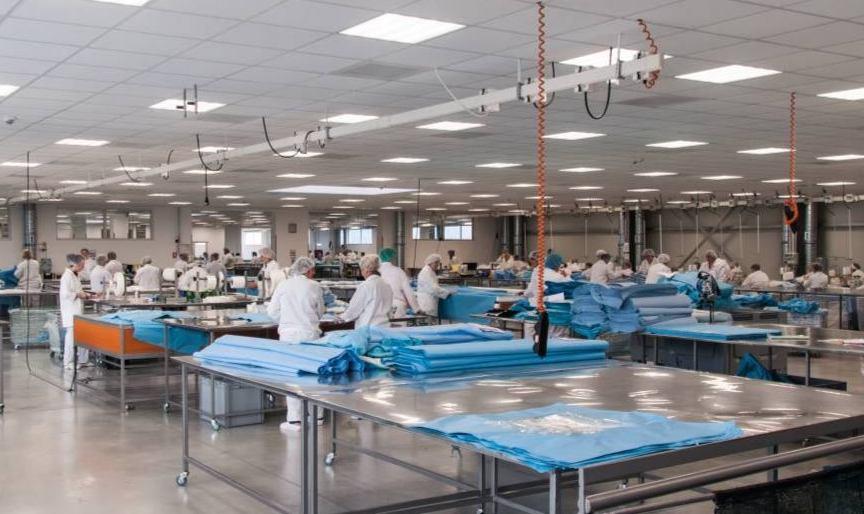 ACTUALIZARE Alertă Covid-19. Aproape 300 de angajați ai unei fabrici, trimiși în carantină, alături de familiile lor