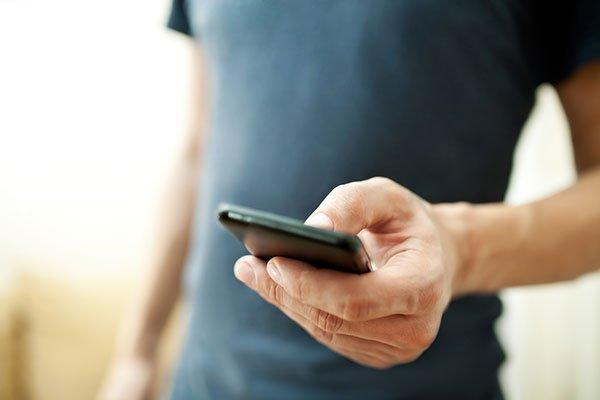 UE vrea încărcător universal pentru toate telefoanele mobile