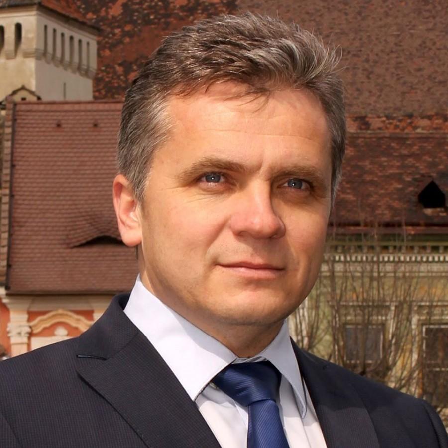Primarul și angajații Primăriei din Mediaș renunță la 10% din salariu