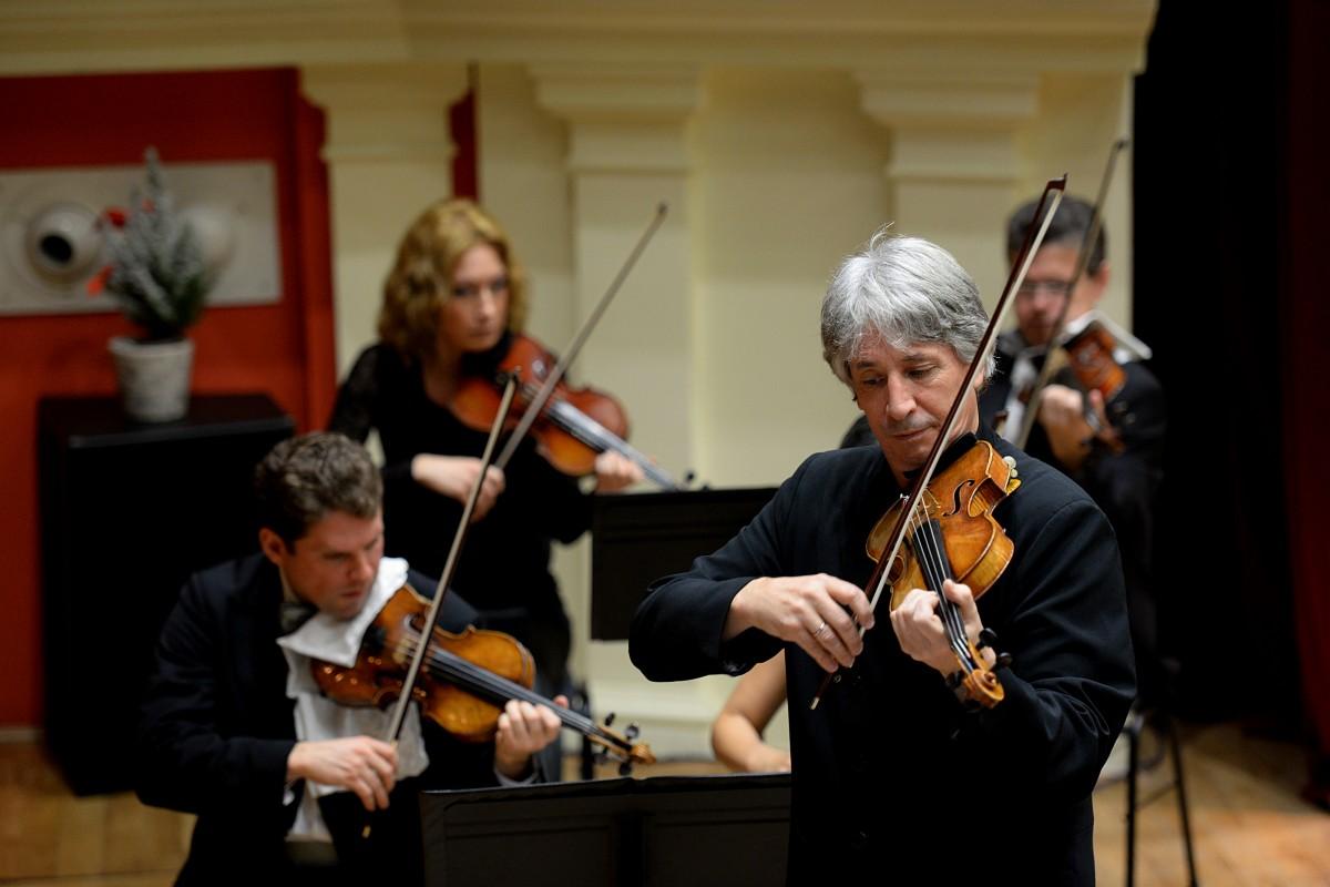 Copii iubesc muzica clasică. Un concert-eveniment transmis în cadrul Târgului de Crăciun