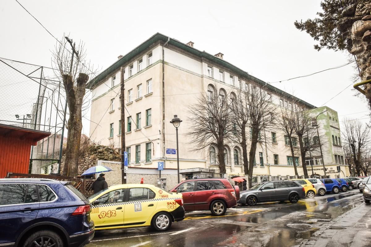 Educație în două schimburi la Sibiu. Aproape 2.200 de elevi ajung acasă și la ora 20:30