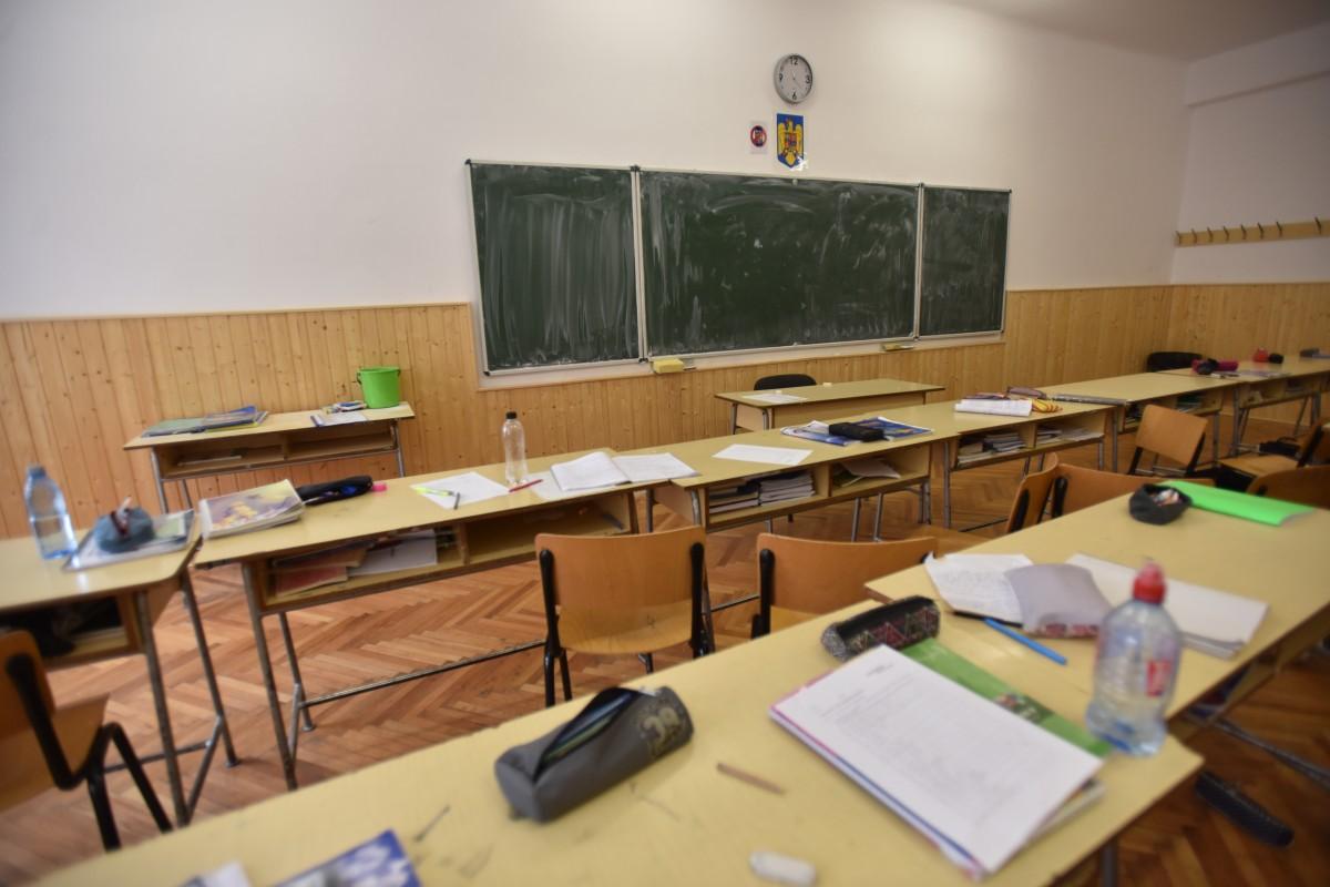 Trei clase de la o școală din Sibiu au cursurile suspendate, din cauza suspiciunilor de gripă