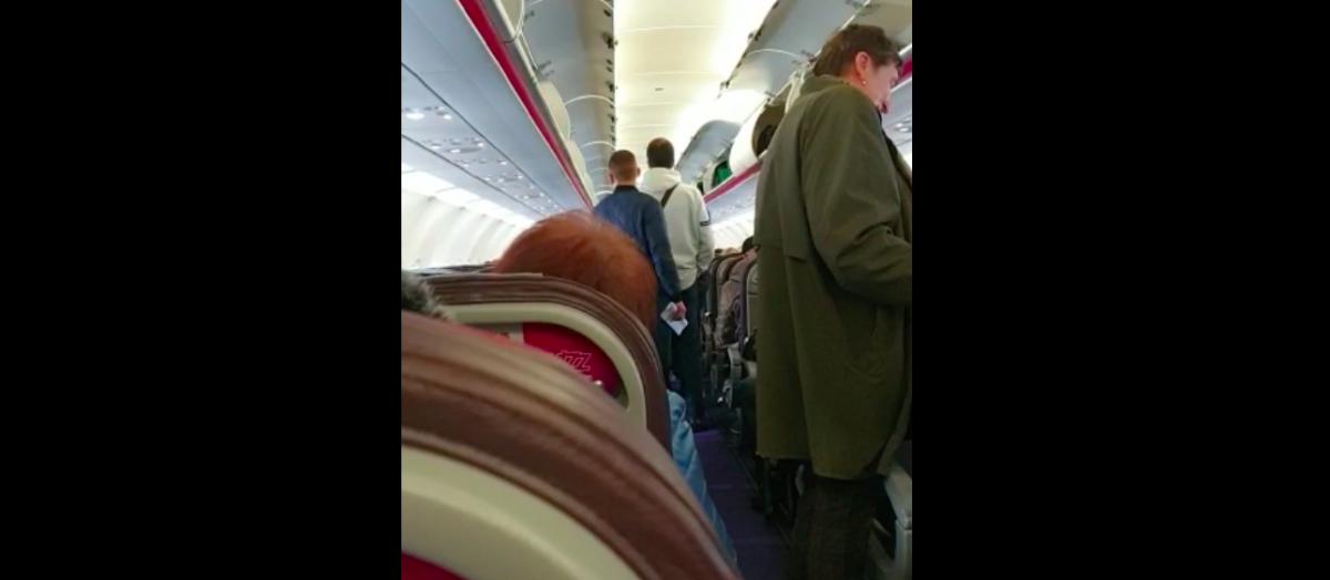 Din vacanță direct la izolare: Mărturia uneia dintre pasagerele avionului aterizat astăzi din Germania la Sibiu