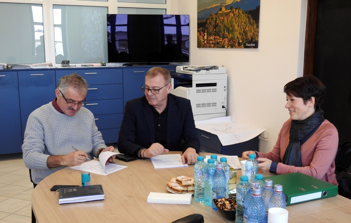 Cisnădie: a fost semnat contractul pentru amenajarea ambulatoriului Spitalului orășenesc