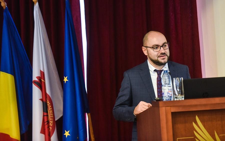 Directorul Centrului de Studii Globale din cadrul ULBS: Iohannis a reușit să păstreze un echilibru în raport cu recentele dispute dintre Europa și SUA