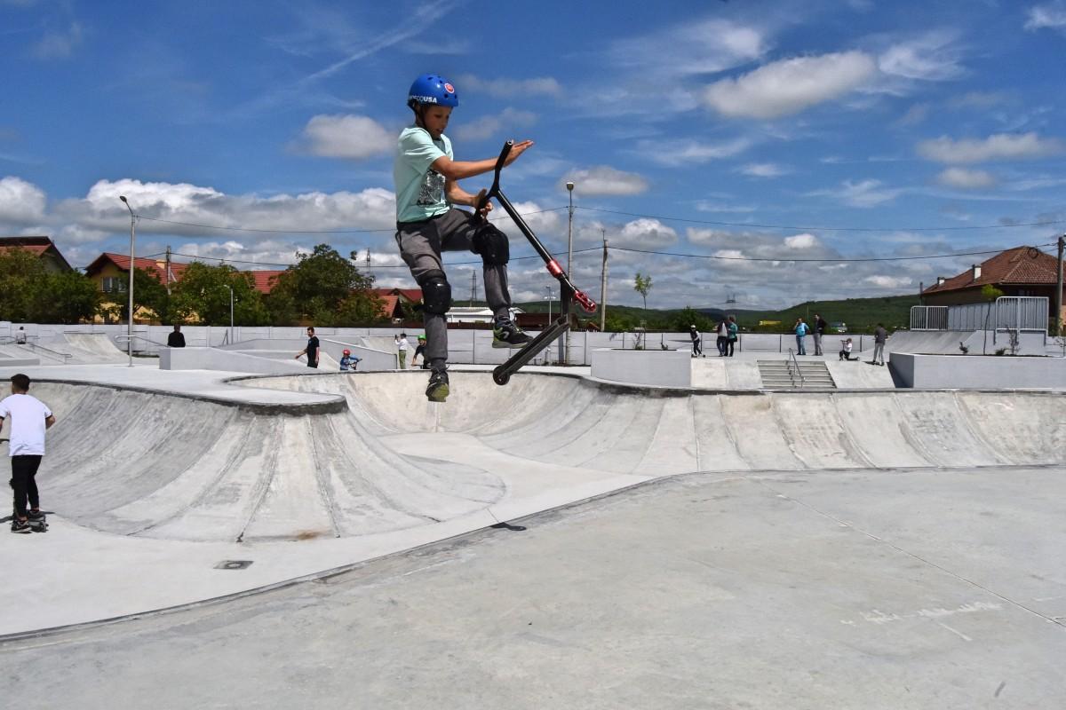 """Foto și video. Cel mai mare skate park din România a fost inaugurat la Sibiu. """"Îi cel mai fain"""""""