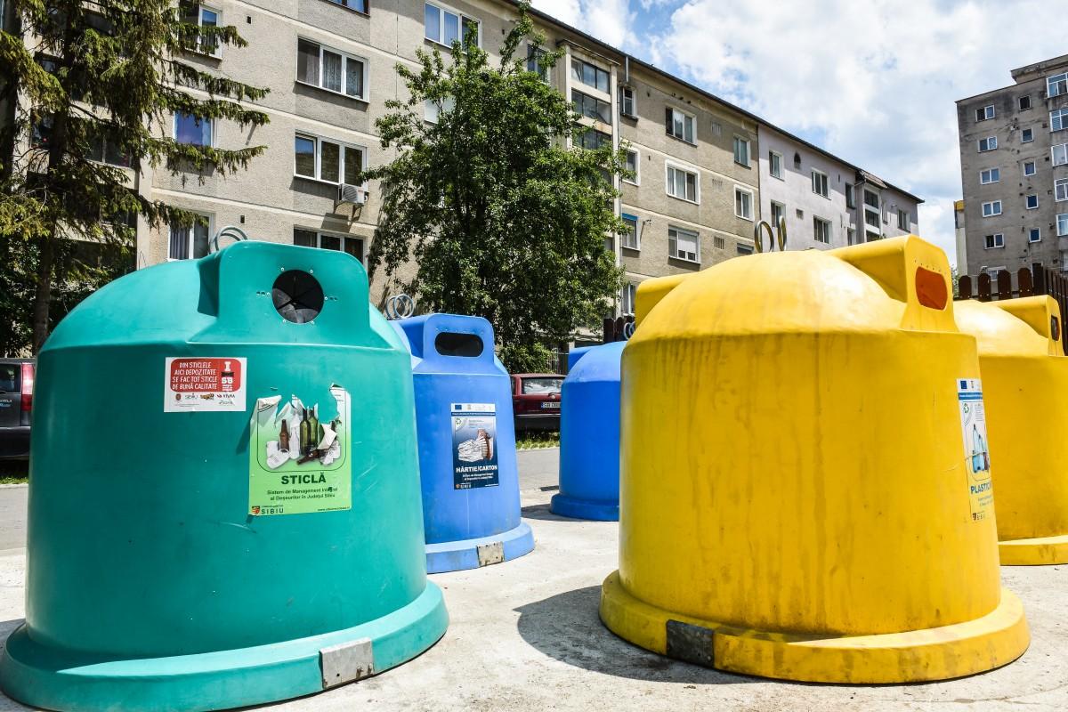 ADI Eco Sibiu: nu aruncați măștile de protecție și mănușile în recipientele pentru deșeuri reciclabile