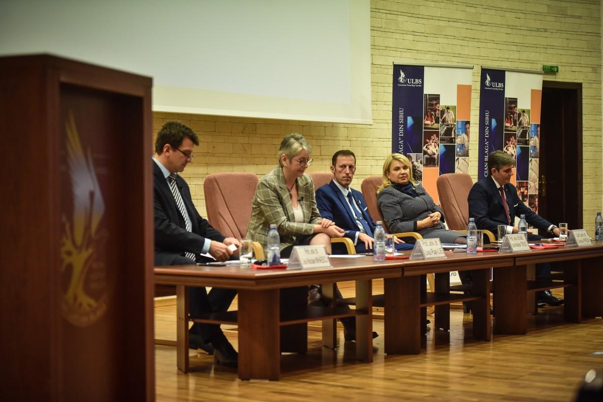 Video. Dezbatere ULBS: cum ar prezenta candidații la rectorat Universitatea în fața rectorilor din toată lumea