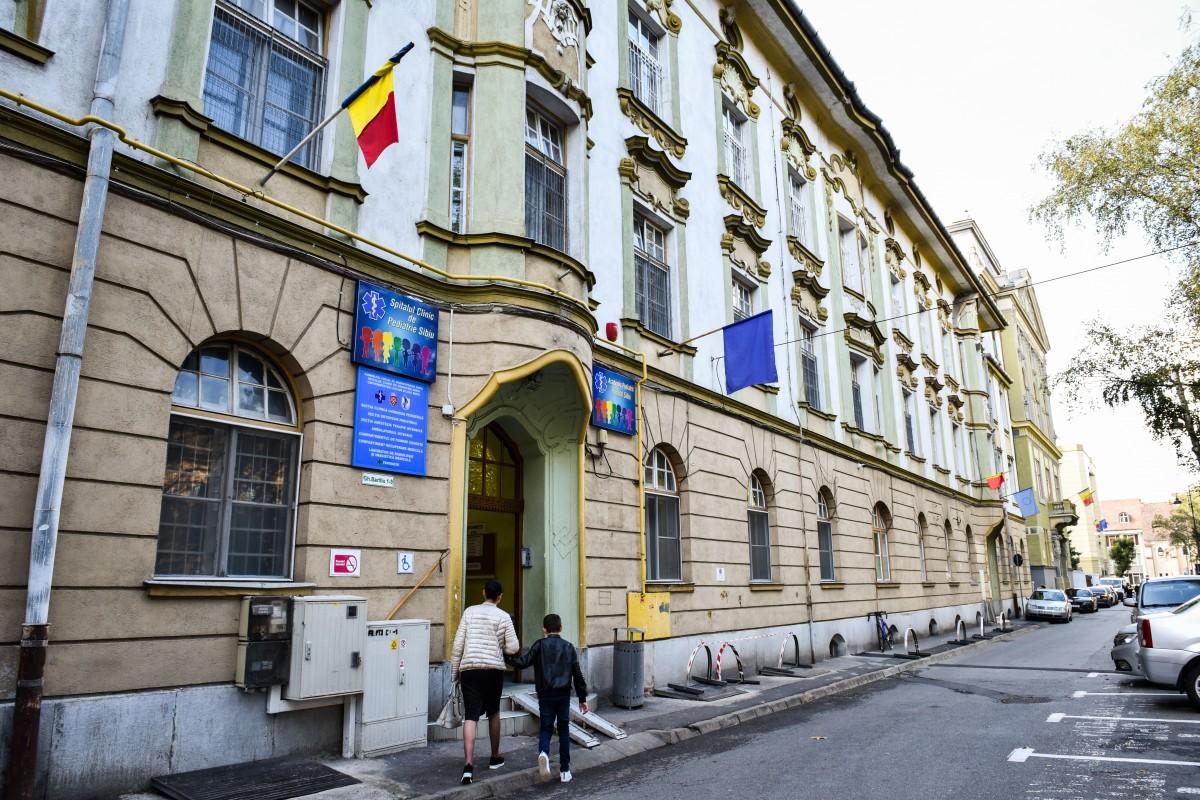 Pediatria Sibiu a început testarea pentru COVID-19, în laboratorul propriu: șapte copii confirmați
