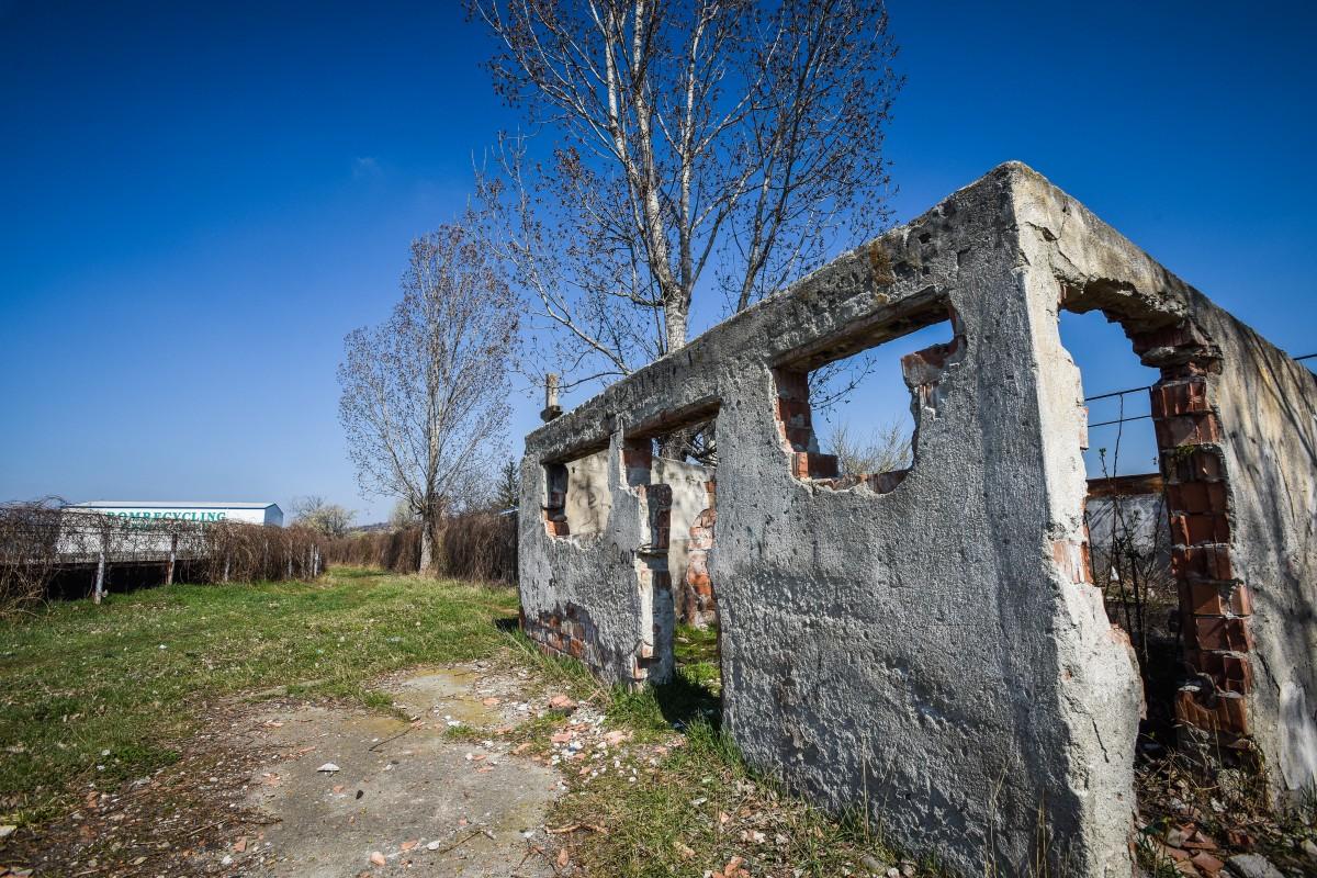 FOTO | Imaginile nepăsării: rugină, mizerie și buruieni. Stadioanele Sibiului au ajuns ruine