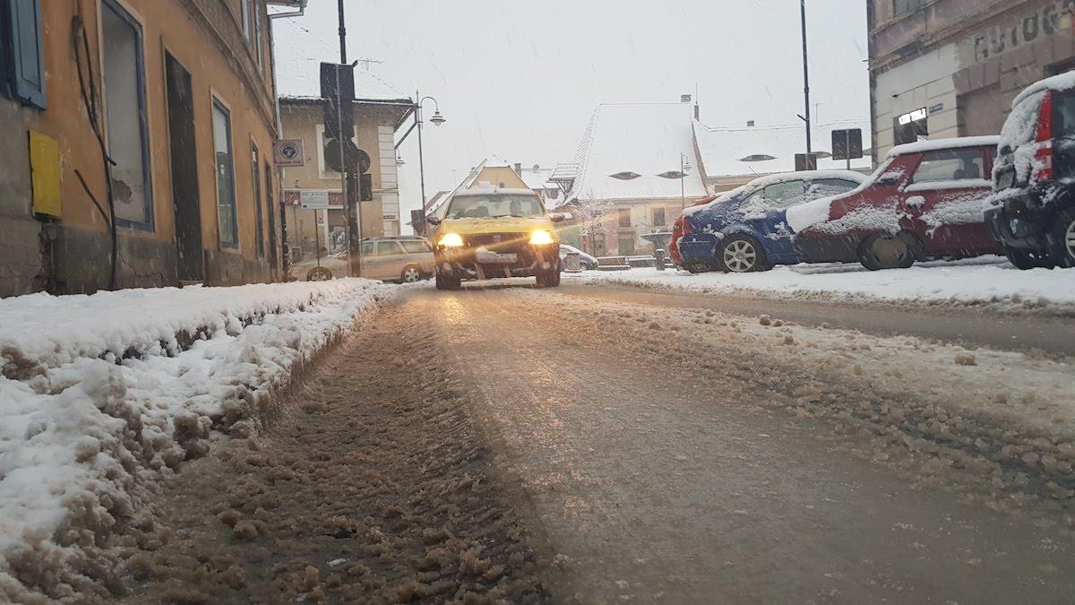 VIDEO Iarna pe uliță. Cum s-a circulat în Sibiu în condiții de deszăpezire cu buget dublu