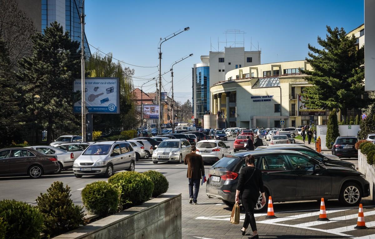 Consiliului Concurenței: sibienii înghesuie cinci mașini pe un loc de parcare. Într-un singur oraș situația e mai rea