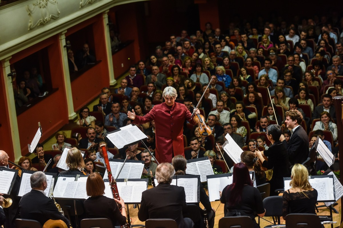 """LIVE VIDEO Concertul de Crăciun """"Johann Strauss Ensemble"""" are loc miercuri la Sibiu: veniți în Piața Mare! (P)"""