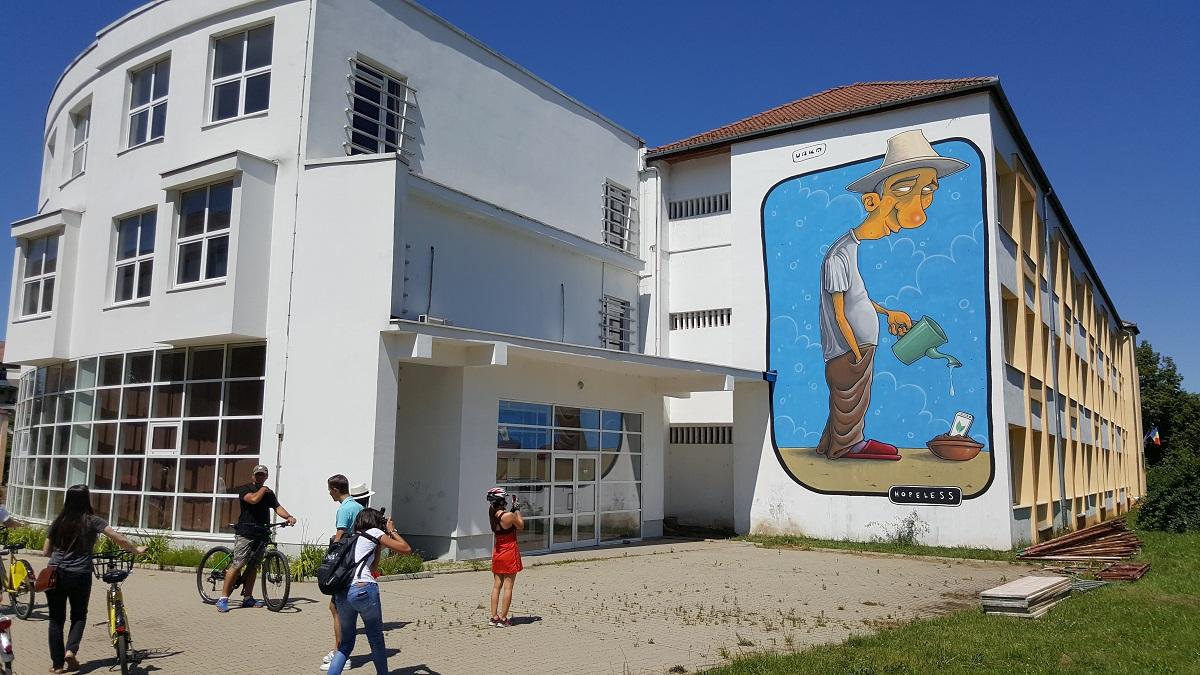 Ce are Sibiul unic în lume: un tur de artă stradală pe pereții școlilor | FOTO