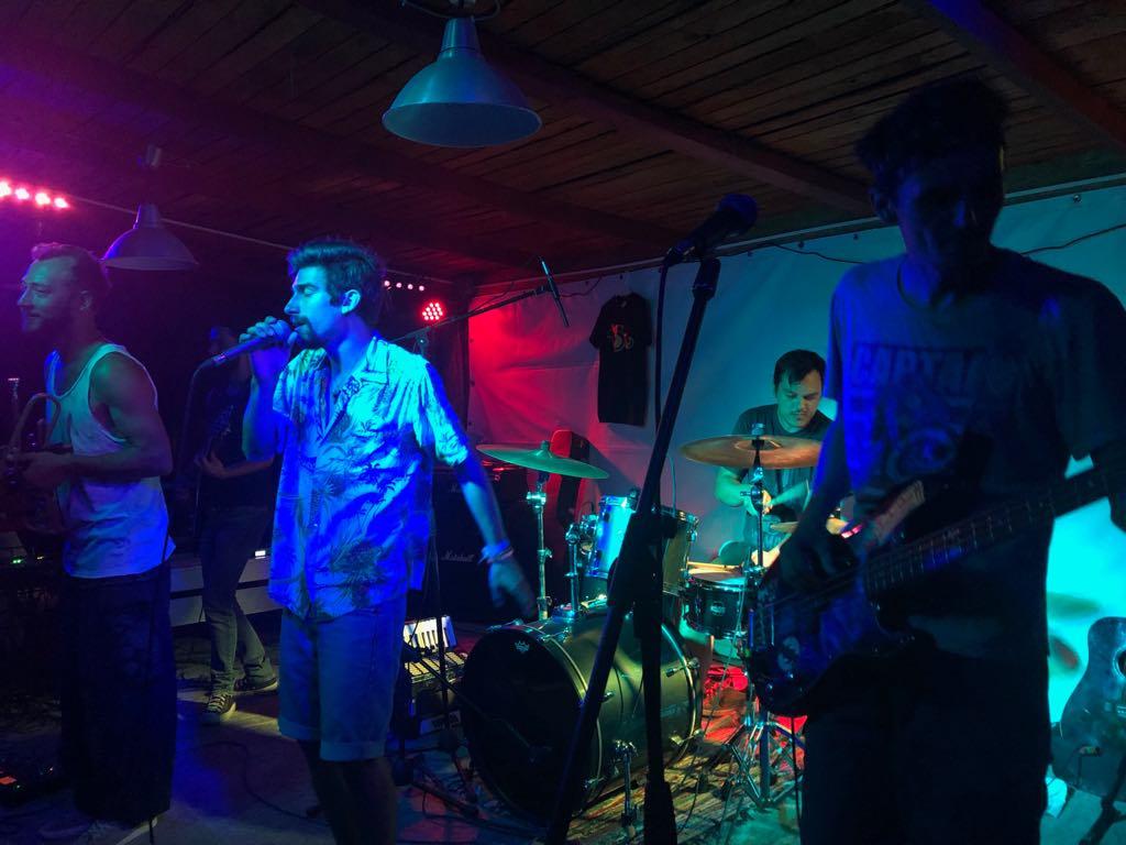 """Concert cu sibieni în Vamă. Suburbia11: """"Ne bucurăm când vedem că oamenii se simt bine"""