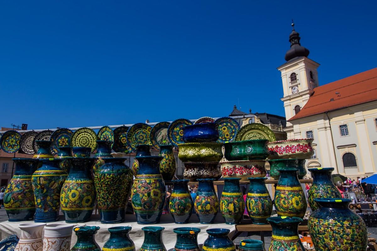 Zeci de mii de vizitatori la Târgul Olarilor din Piața Mare