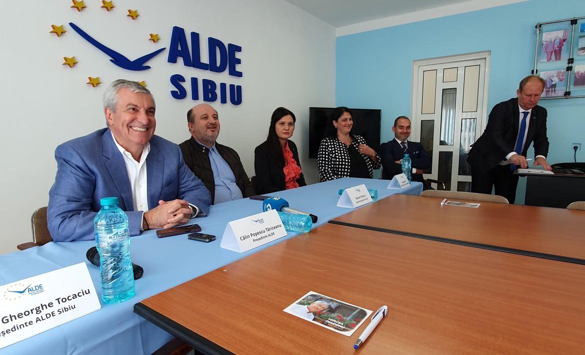 """Fostul prefect și fostul subprefect ai Sibiului s-au înscris în ALDE. Tăriceanu: """"vom putea conta pe sprijinul și ambiția lor"""""""