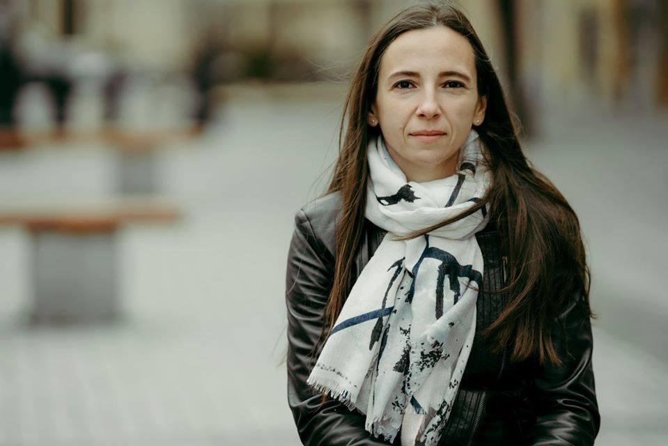 """Interviu. Teodora Coman, profesoara și poeta din Sibiu: """"Am consemnat un fel de jurnal al stărilor mai puțin nobile"""""""